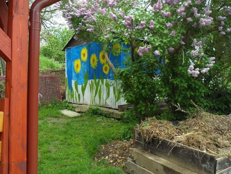Kompost i zázemí k ukládání pomůcek a nářadí  jsou důležitou součástí každé zahrady
